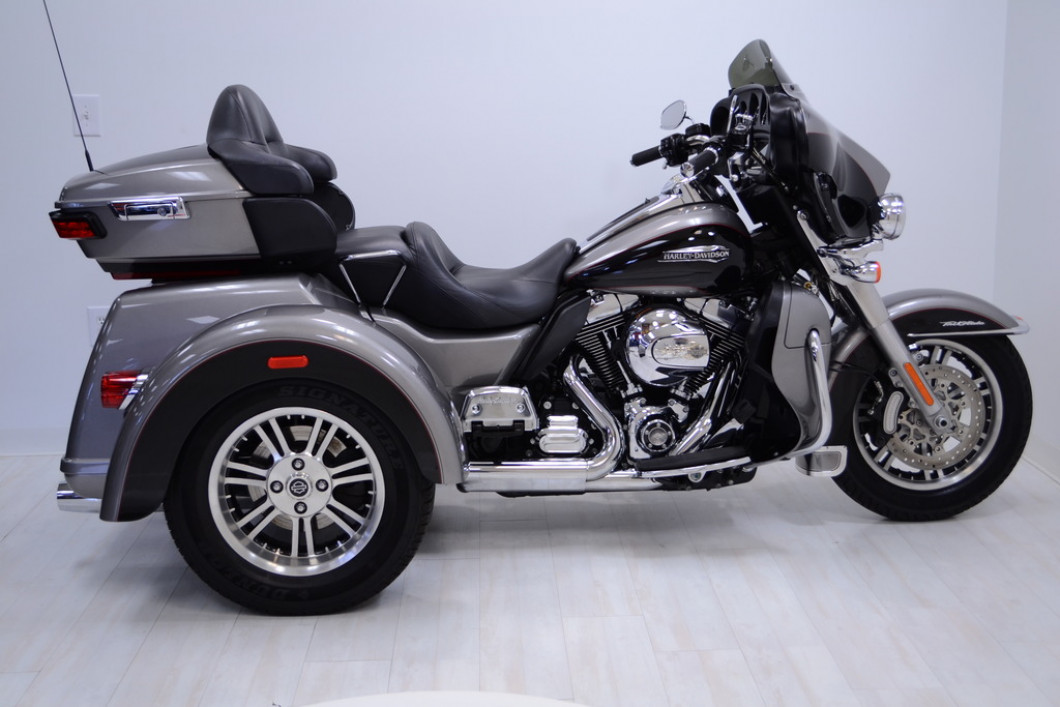 SPECIAL THIS WEEK ONLY! 2016 FLHTCUTG Triglide Harley Davidson NEW CONDITION !!