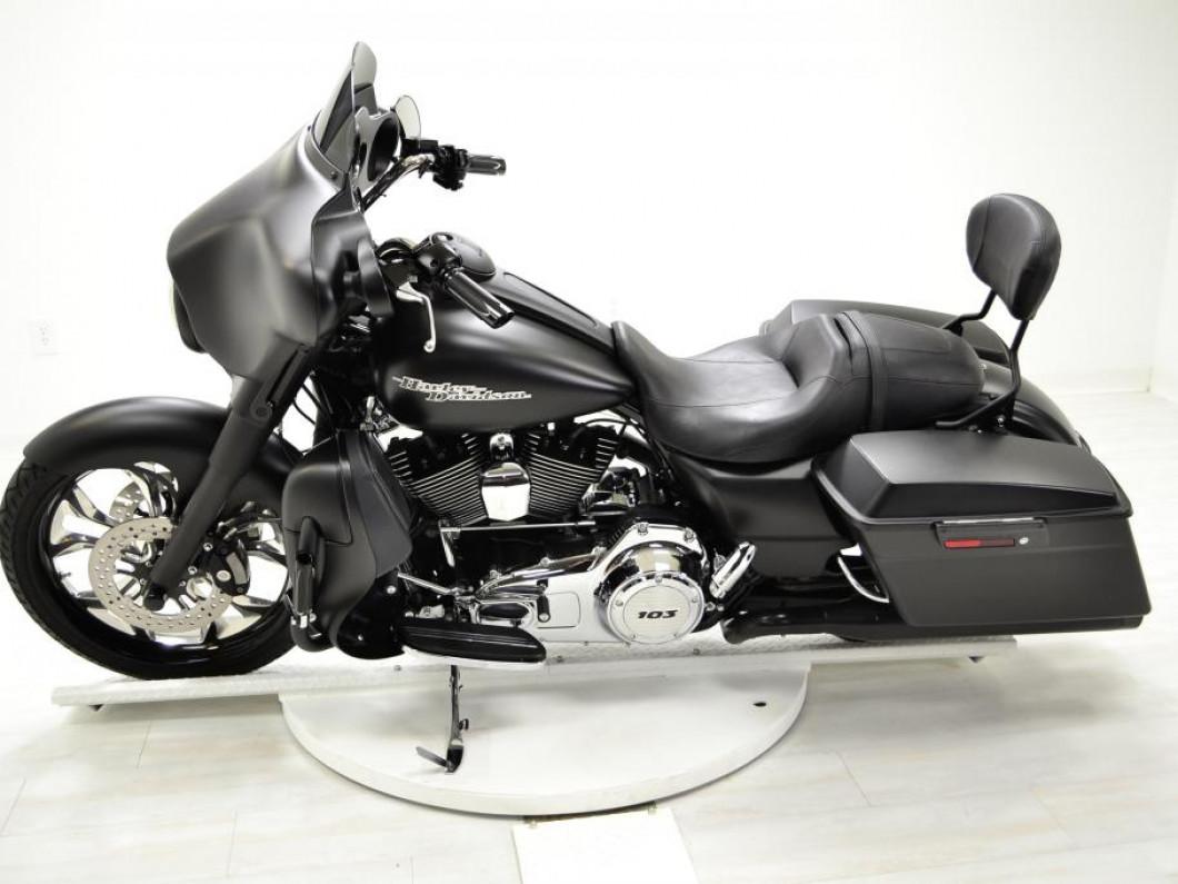 2013 FLHX Harley Davidson | Lee Custom Cycles